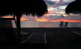 De Zonsondergang van het strand stock foto's