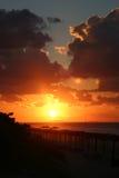 De Zonsondergang van het strand Royalty-vrije Stock Afbeeldingen