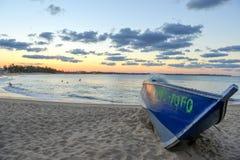 De zonsondergang van het Strand van Tofo, Mozambique Royalty-vrije Stock Afbeeldingen
