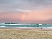 De zonsondergang van het surfersparadijs Stock Afbeelding