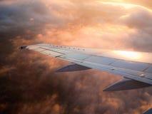 De zonsondergang van het vliegtuig Stock Foto
