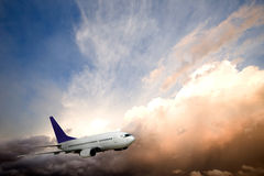 De Zonsondergang van het vliegtuig Stock Foto's