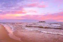 De zonsondergang van meermalawi in Kande-strand Afrika stock afbeelding