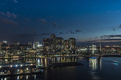 De Zonsondergang van Melbourne Australië Docklands door de Yarra-Rivier royalty-vrije stock foto's