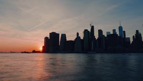 De zonsondergang van New York Manhattan stock footage