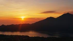 De zonsondergang van Nice over overzees Stock Afbeeldingen