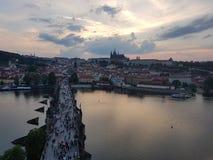 De zonsondergang van Praag stock foto's