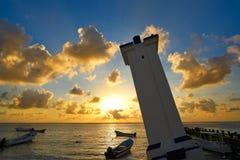 De zonsondergang van Puertomorelos in Riviera Maya stock foto
