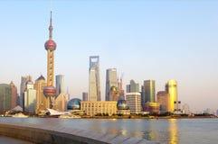 De zonsondergang van Shanghai Stock Afbeeldingen