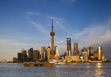 De zonsondergang van Shanghai over Pu dong/district Lujiazui Stock Fotografie