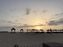 De zonsondergang van de strandhut Stock Fotografie