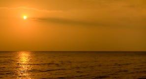 De zonsondergang van Vietnam bij strand Stock Foto's