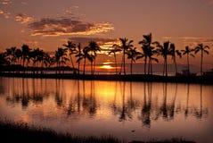 De Zonsondergang van Waikoloa bij Baai Anaeho'omalu Royalty-vrije Stock Afbeelding