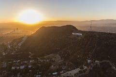 De Zonsondergangantenne van het Hollywoodteken Stock Foto's