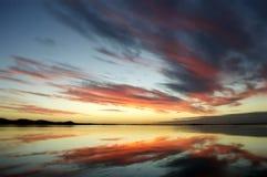 De Zonsondergangbezinningen van Nieuw Zeeland Stock Afbeeldingen