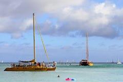 De zonsondergangcruises van Waikiki stock foto