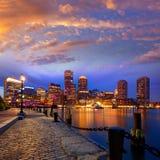 De zonsonderganghorizon van Boston bij Ventilator Pier Massachusetts stock afbeeldingen