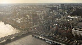 De zonsonderganghorizon van Londen van het Oog dat van Londen wordt gefotografeerd stock foto