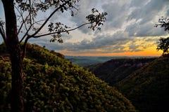 De zonsonderganglandschap van de bergvallei, Nam Nao National Park, Thailan Stock Afbeelding