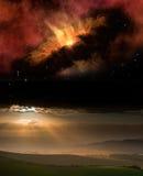 De zonsonderganglandschap van het platteland met nachthemel Stock Fotografie