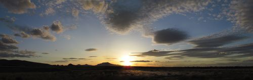 De zonsondergangpanarama van de avond royalty-vrije stock foto