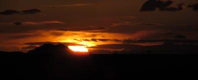 De zonsondergangpanarama van de avond royalty-vrije stock afbeelding