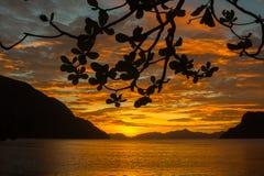 De Zonsondergangsilhouet van Gr Nido, Filippijnen Stock Foto