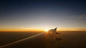 De zonsondergangtijd van de vliegtuigreis Stock Fotografie