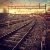 De zonsondergangzonsopgang van Noorwegen van het spoorwegmos Stock Fotografie