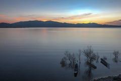 De zonsopgang op het Erhai-Meer Royalty-vrije Stock Afbeeldingen
