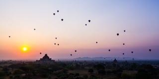 De zonsopgang van Bagan stock foto's