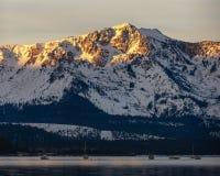 De zonsopgang van de berg stock foto's