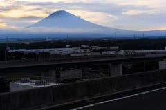 De zonsopgang van bergfuji in Japan Stock Afbeeldingen