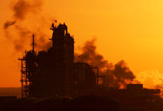 De zonsopgang van de fabriek stock afbeelding