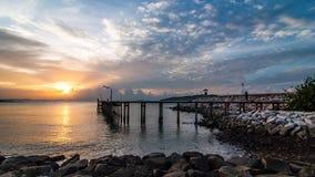 De zonsopgang van de tijdtijdspanne op overzees bij het Nationale Park van Khao Laem Ya, stock videobeelden