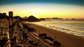 De zonsopgang van het Copacabanastrand timelapse stock video