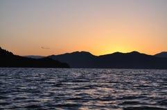 De zonsopgang van het Meer van Lugu Stock Afbeeldingen