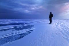 De zonsopgang van de ijswoestijn op een meer Stock Fotografie