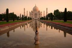 De zonsopgang van Mahal van Taj stock foto's