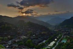 De zonsopgang in Xijiang Qianhu Miao Village Stock Afbeeldingen