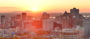 De zonsopgangpanorama van Montreal Stock Afbeeldingen