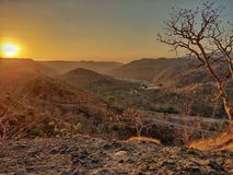De zonsopgangshotonphone van ochtendlichten stock fotografie