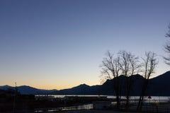 de zonsopgangverbania van de lago maggiore kust royalty-vrije stock afbeelding