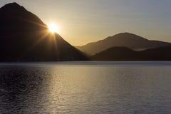 de zonsopgangverbania van de lago maggiore kust royalty-vrije stock foto's