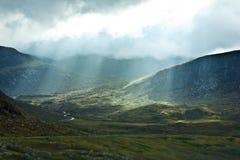 De zonvallei Schotland van wolkenstralen Royalty-vrije Stock Afbeeldingen