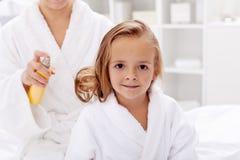 De zorg van het haar na bad Stock Afbeeldingen