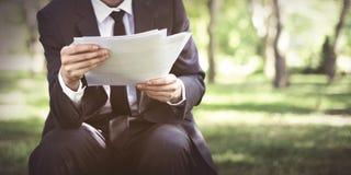 De Zorgconcept van zakenmanlooking document stress Stock Foto's