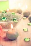 De zoute bad bemerkte kaarsen van het kuuroordconcept royalty-vrije stock afbeelding