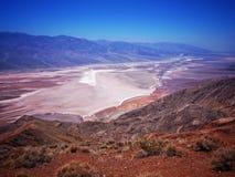 De zoute bergen van het badwaterbassin panamint van Dante ` s bekijken het nationale park Californië van de Doodsvallei Royalty-vrije Stock Fotografie