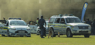 De Zuidafrikaanse Politiedienst - Forensische geneeskundeeenheid op de scène royalty-vrije stock afbeelding
